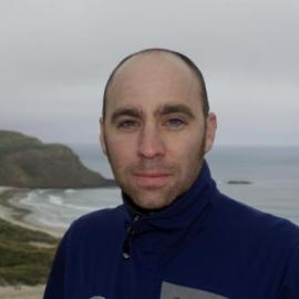 Jeremy Goldbogen. Profesor Asistente de Biología mide frecuencia cardíaca ballena azul